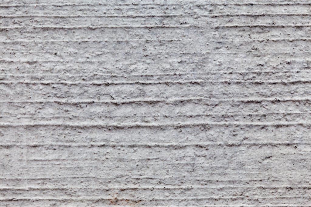 Grof gebezemde betonplaat